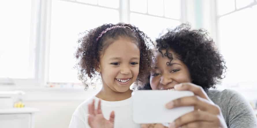 รูป Mom Pic 890x4451 ประกอบเนื้อหา [PR] ประโยชน์ของการใช้แท็บเล็ตเพื่อการศึกษาในเด็ก
