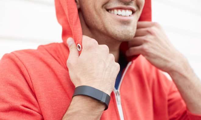 รูป fitbit Charge lifestyle1 ประกอบเนื้อหา [PR] สนุกไปกับสองสีใหม่ ฟิตบิทชาร์จ เอช อาร์ และ เซิร์จ