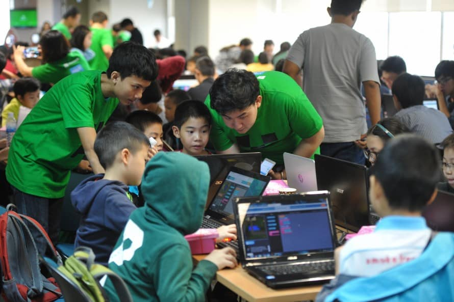 รูป Hour of Code 3 890x593 1 ประกอบเนื้อหา [PR] ไมโครซอฟท์ ดึงเกมดัง Minecraft หนุนเด็กไทย
