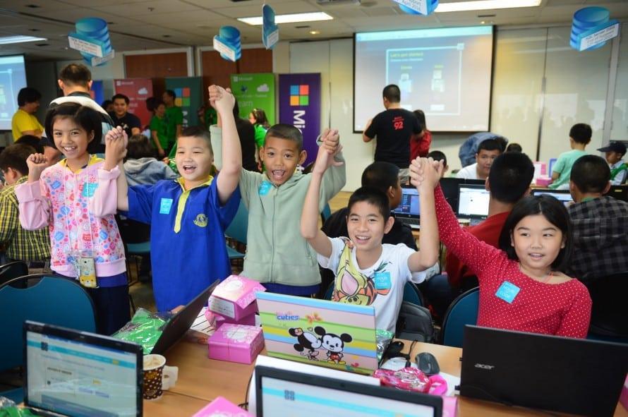 รูป Hour of Code 4 890x591 1 ประกอบเนื้อหา [PR] ไมโครซอฟท์ ดึงเกมดัง Minecraft หนุนเด็กไทย