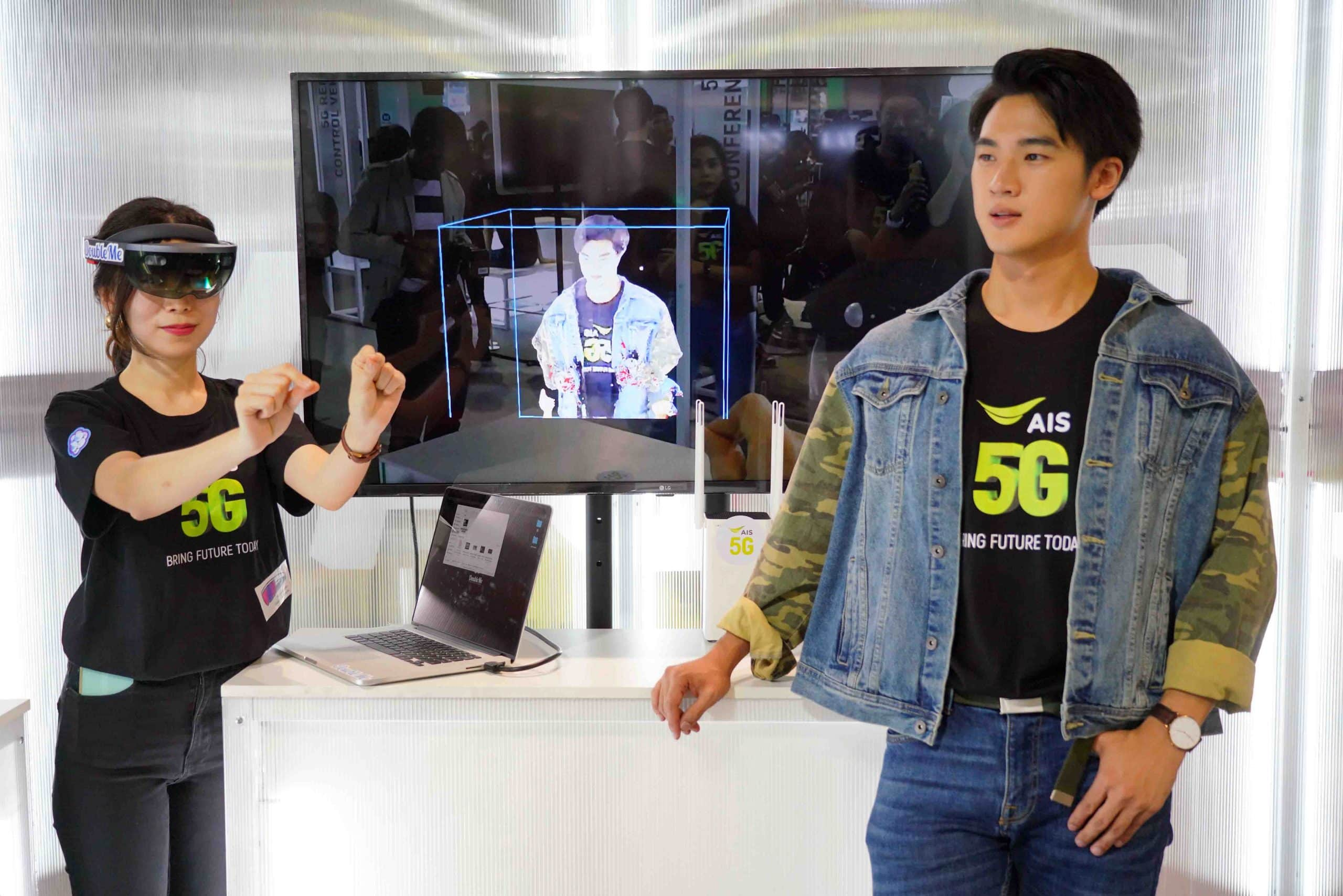รูป 191213 Pic  01 5G Hologram 3 มิติ จำลองการสื่อสารระยะไกลแห่งอนาคต scaled ประกอบเนื้อหา AIS พร้อมพาคนไทยก้าวสู่ยุค 5G ตอกย้ำผู้นำ 5G ที่ 1 ตัวจริง ทดสอบแล้วทั่วไทย