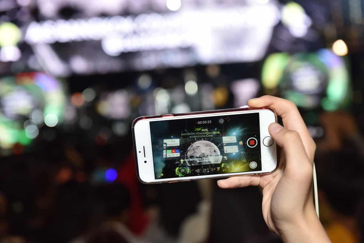 รูป 1577950718092 ประกอบเนื้อหา AIS เผยคนไทย รัวส่งความสุขปีใหม่ 2563 ผ่านเค รือข่ายอินเทอร์เน็ต ยอดพุ่งสูงสุดถึง 90.4%
