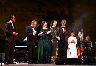 รูป Three ประกอบเนื้อหา คอนเสิร์ตของ Andrea Bocelli และครอบครัว ณ เมืองโบราณเฮกรา